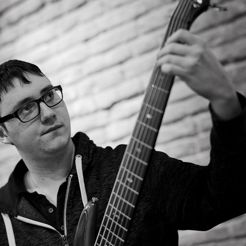 Frieder Klein am E-Bass